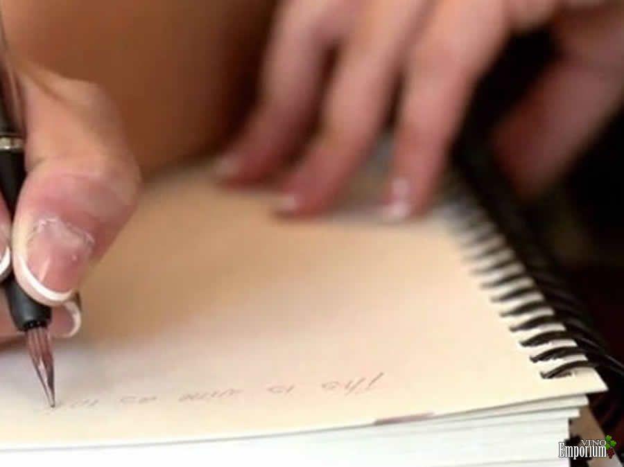 A caneta que escreve usando vinho