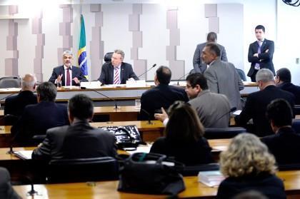 Comissão adia votação de MP que eleva tributos para bebidas e eletrônicos