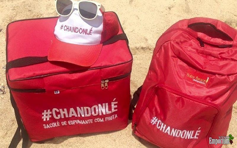 O produto é servido em taças e vendido por R$ 10 cada em praias e festas no Rio de Janeiro