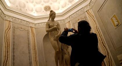 Itália esconde esculturas nuas e vinho durante visita do presidente do Irã