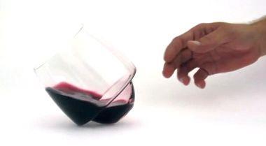 Já existe o copo de vinho que não entorna