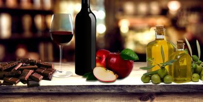 Sirtfood: nova dieta fala em emagrecer comendo chocolate e bebendo vinho