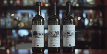 Uber estampa garrafas de vinho com cenas de acidentes