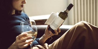 Que tal ler um livro no rótulo do seu vinho?