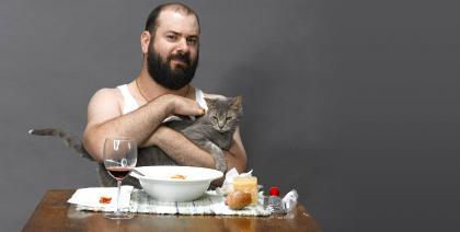 Você ama vinho e ama seu gatinho? Que tal oferecer vinho para ele?