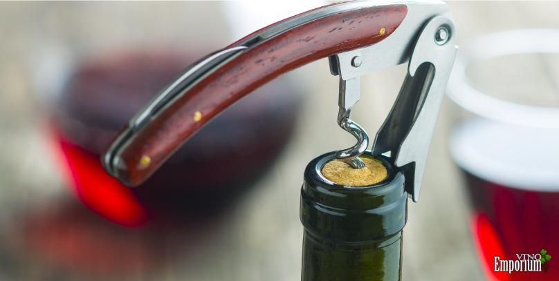 Estes 2 truques fazem o vinho durar mais tempo depois de aberto