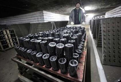 Túneis abrigam coleção de vinho de braço direito de Hitler