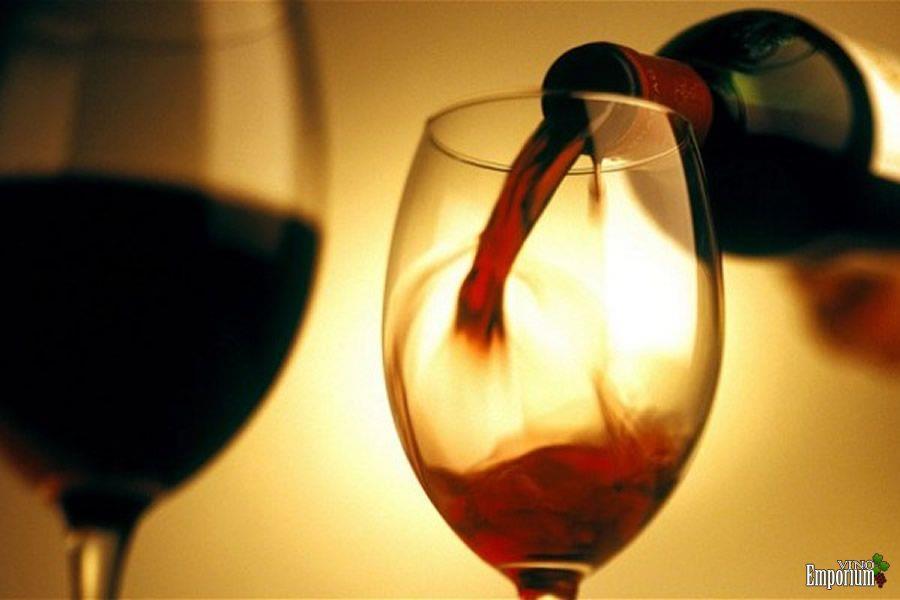 Tomar vinho pode ajudar a combater perda de visão, de acordo com estudo