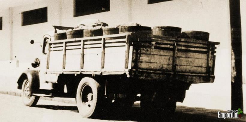 1940 - Caminhão carregado, pronto para entregar as uvas na Vinícola